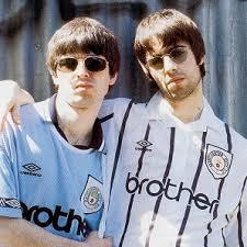 I Gallaghers con le maglie del City (1994-1995)