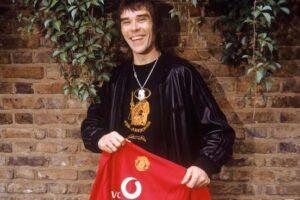 Ian Brown con una maglia dello United