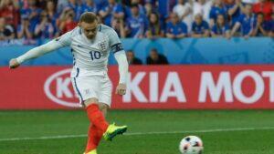 Wayne Rooney batte il rigore