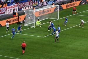 Gomez fa 2-0 dopo uno splendido assist di Draxler