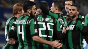 Sassuolo's Domenico Berardi (C) celebrates with his teammates after scoring the 0-1 goal on penalty during the Italian Serie A soccer match between SS Lazio and US Sassuolo at the Olimpico stadium in Rome, Italy, 29 February 2016. ANSA/ETTORE FERRARI