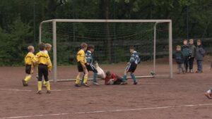 157444010-campo-in-terra-battuta-katernberg-parare-calcio-portiere