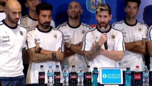Messi mentre dichiara il silenzio stampa